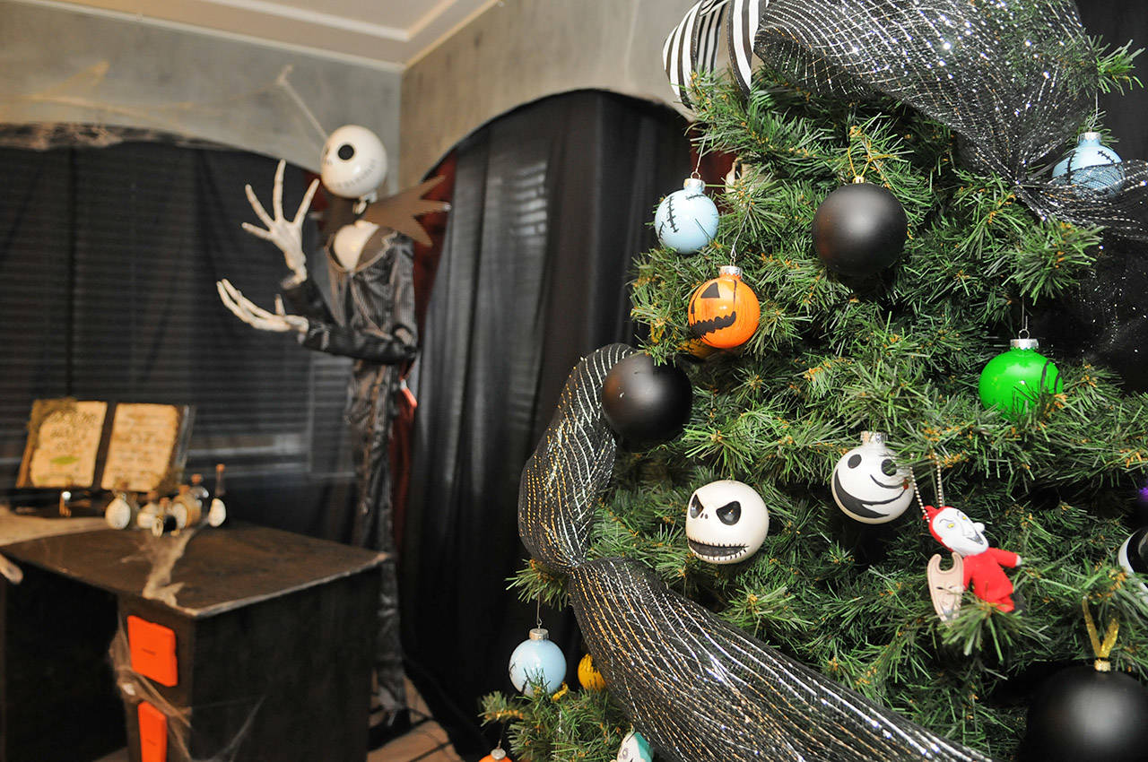 Uniquely Decorated Chilliwack Home Combines Halloween And Christmas Chilliwack Progress